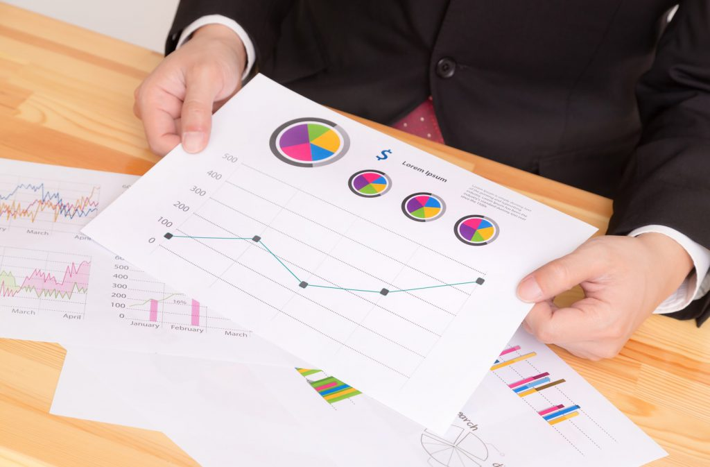 浮気調査興信所では料金についてとその料金でどんな証拠がとれるのかを説明し、契約の際には重要事項説明書とともに書面を交付する。